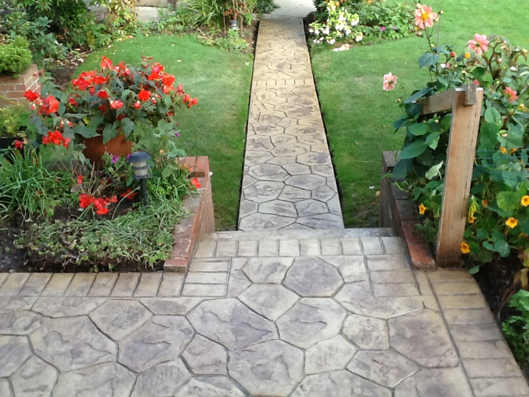 Pattern imprinted concrete driveways wigan dhad for Cement garden paths